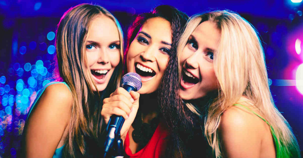 3 Girls singing kareoke