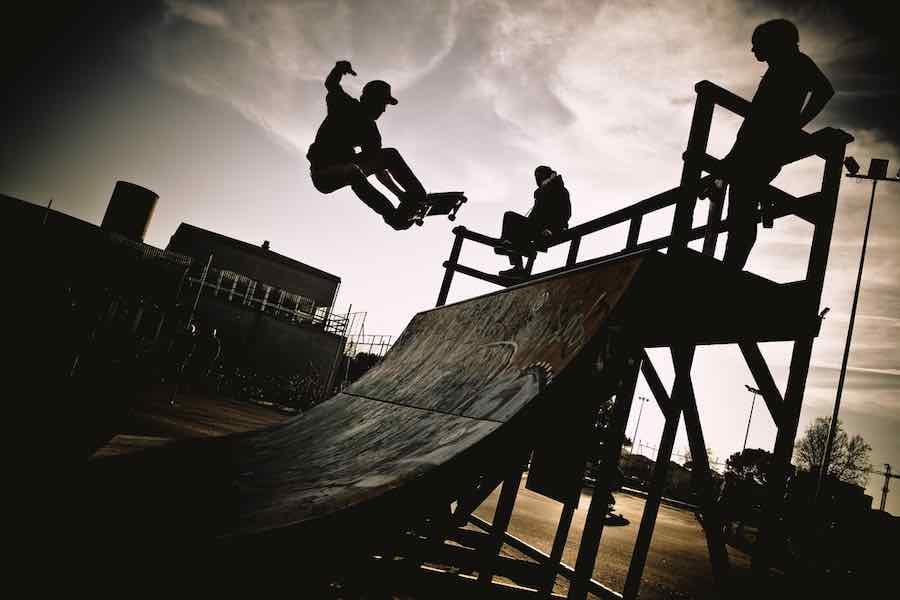 Skateboard vs longboard: Skateboard Ramp
